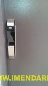 درب اتاق سرور با قفل اثر انگشتی